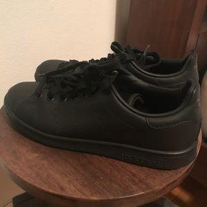 adidas Shoes - Adidas Stan Smith - all black